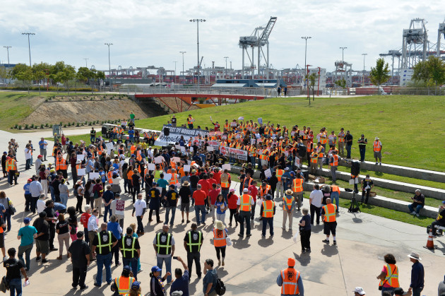 Teamsters in sciopero nei porti di Los Angeles e Long Beach